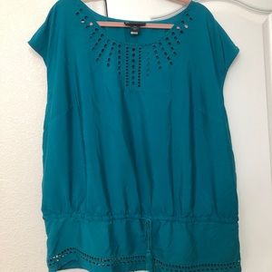 Sleeveless blouse - appears blue-truly more green